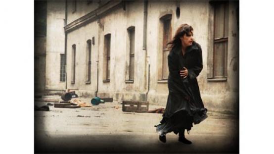BETWEEN THE RAINDROPS | dir. Kuba Karyś, Paulina Loszek